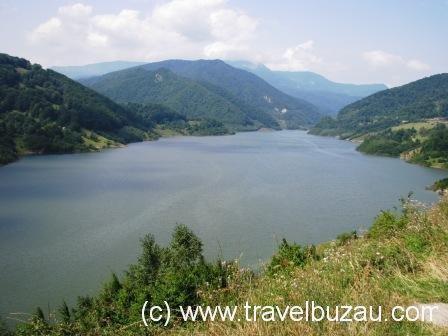 Lake - Barajul Siriu